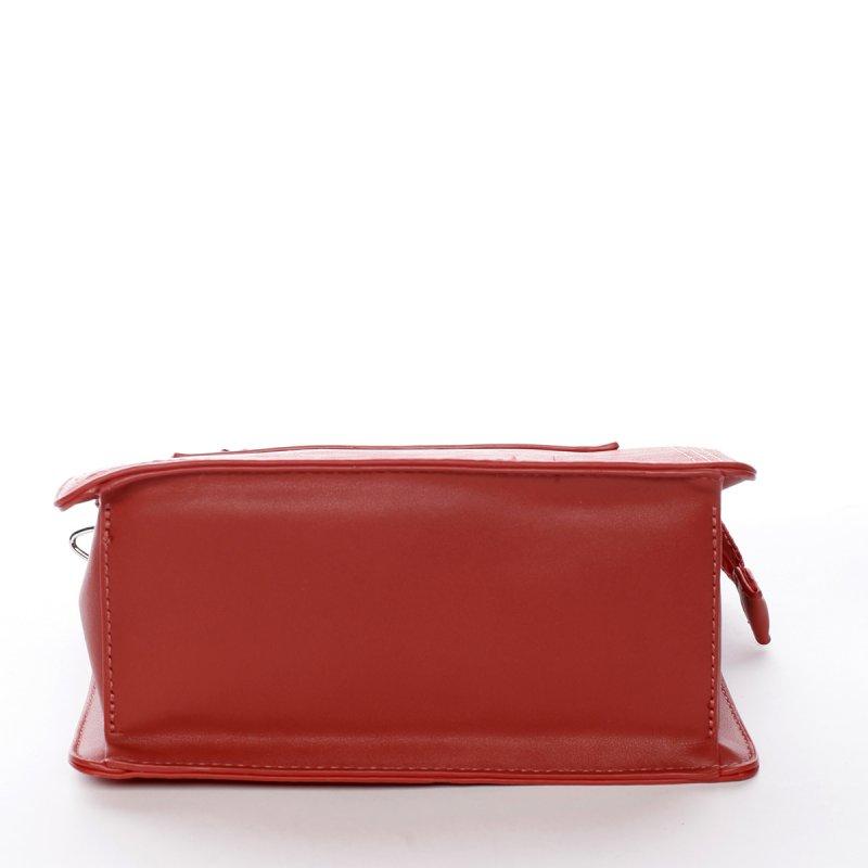 Menší stylová koženková kabelka s přívěškem Smile červená