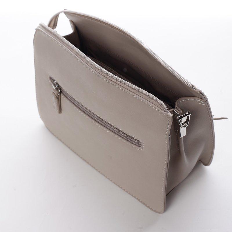 Menší stylová koženková kabelka s přívěškem Smile krémová