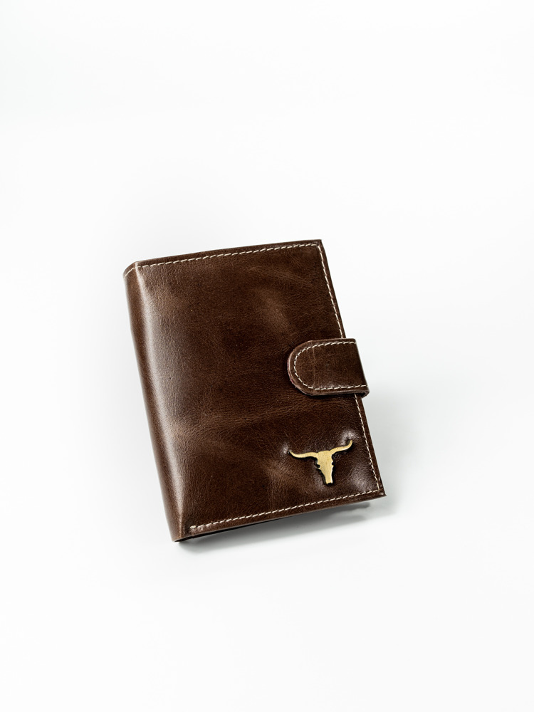 Pánská kožená peněženka na výšku s přezkou Lucky, hnědá