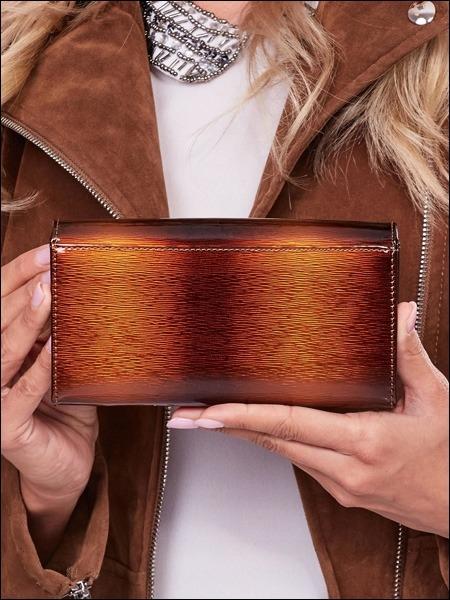 Moderní lakovaná peněženka Lumière, hnědá