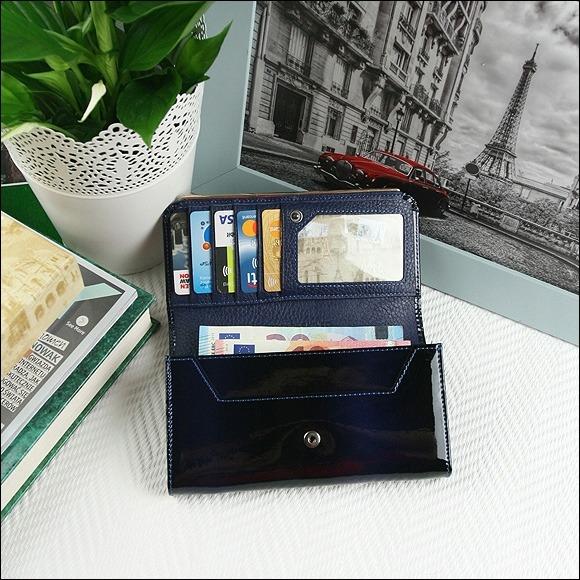 Moderní lakovaná peněženka Lumière, modrá