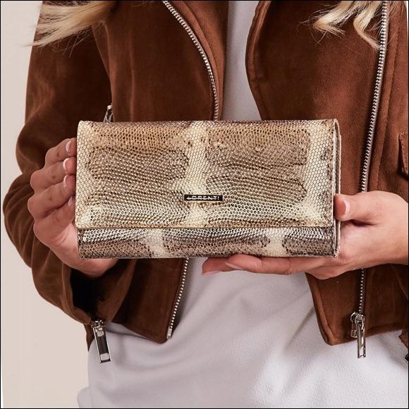 Prostorná dámská peněženka s hadím vzorem Lea, zlatá