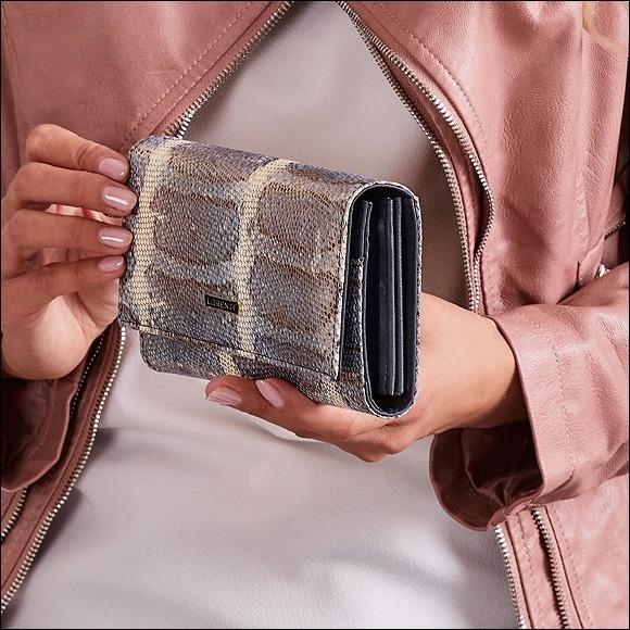Prostorná dámská peněženka s hadím vzorem Lea, modrá