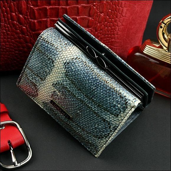 Malá kožená peněženka se vzorem hadí kůže Deny, modrá