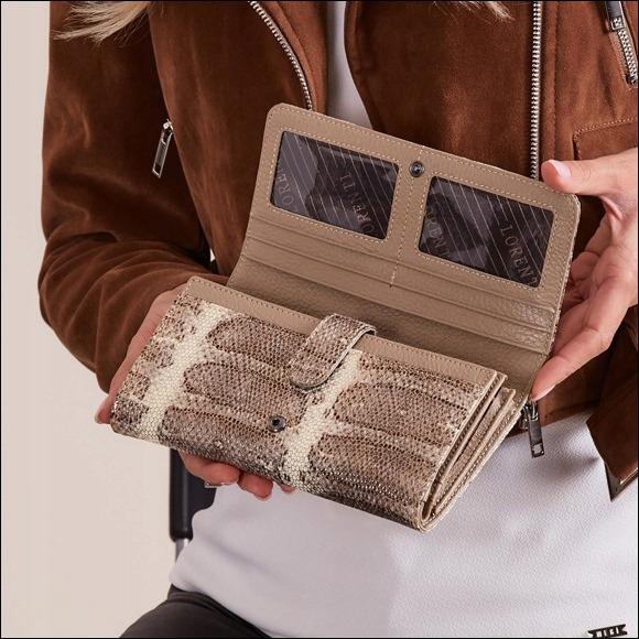 Dámská kožená peněženka se vzorem hadí kůže, zlatá