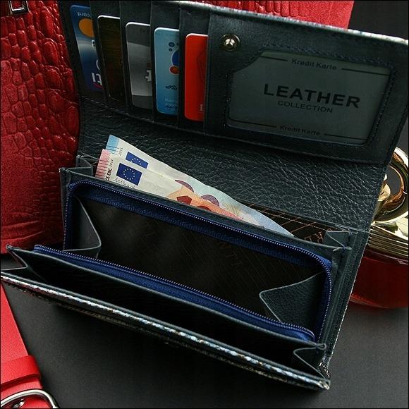 Větší modrá kožená peněženka se vzorem hadí kůže