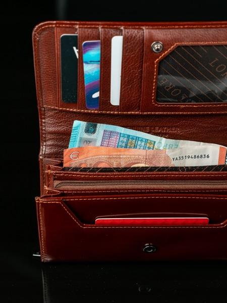 Delší jemná peněženka z hnědé kůže Dea