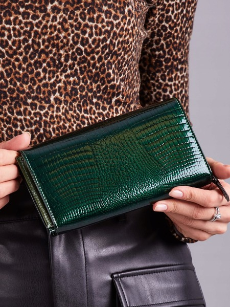 Prostorná lakovaná kožená peněženka Valy, zelená