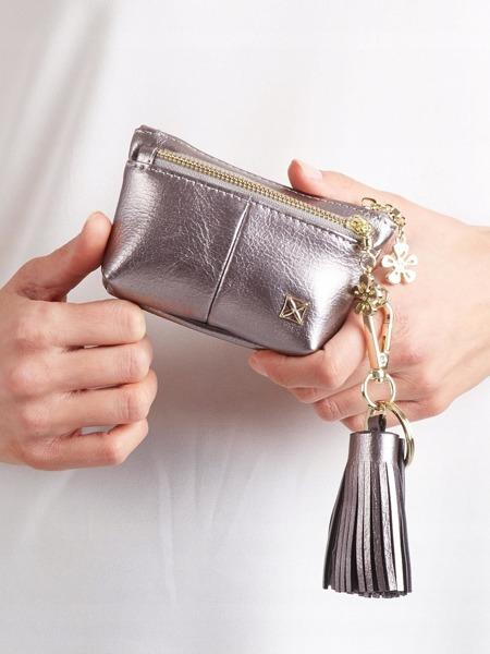 Malá moderní peněženka s přívěškem, stříbrná