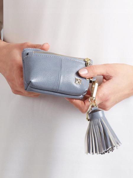 Malá moderní peněženka s přívěškem, modrá