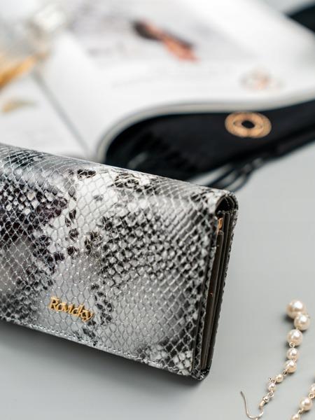 Malá dámská kožená peněženka s imitací hadí kůže, stříbrná