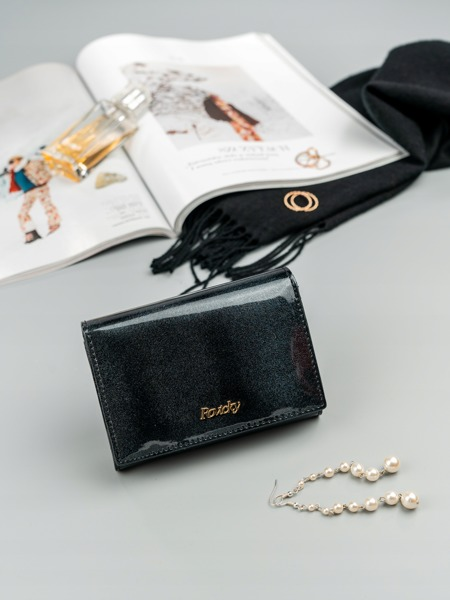 Malá elegantní kožená peněženka Quora, černá