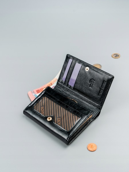 Malá dámská peněženka z hladké přírodní kůže, černá
