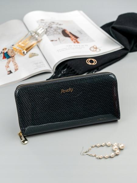 Lesklá dámská peněženka z kůže Cara, černá
