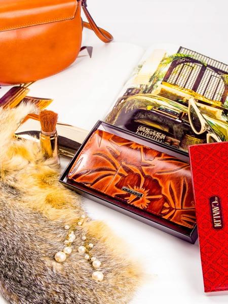 Hnědá kožená dámská peněženka Yara