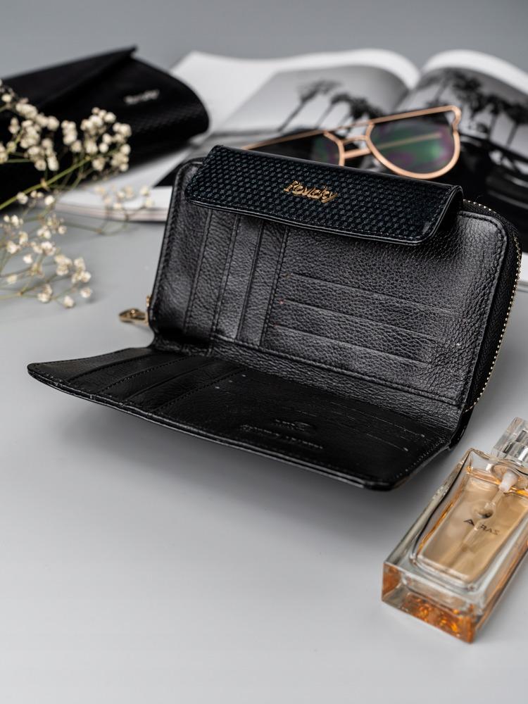 Lesklá dámská peněženka z přírodní kůže Caira, černá