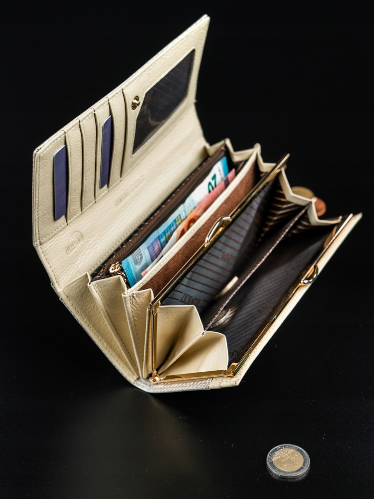 Dámská lesklá peněženka z kůže Donatella béžová