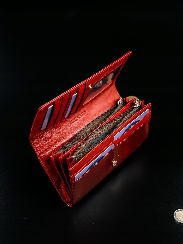 Lakovaná kožená peněženka s klopou Kira, červená