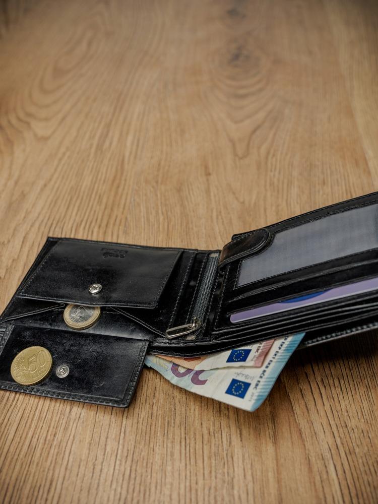 Obdélná pánská kožená peněženka na šířku bez přezky, černá