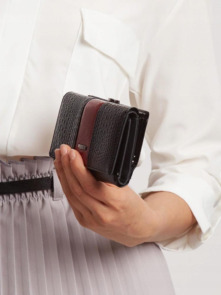 Moderní kožená lakovaná peněženka Tuly, tmavě červená