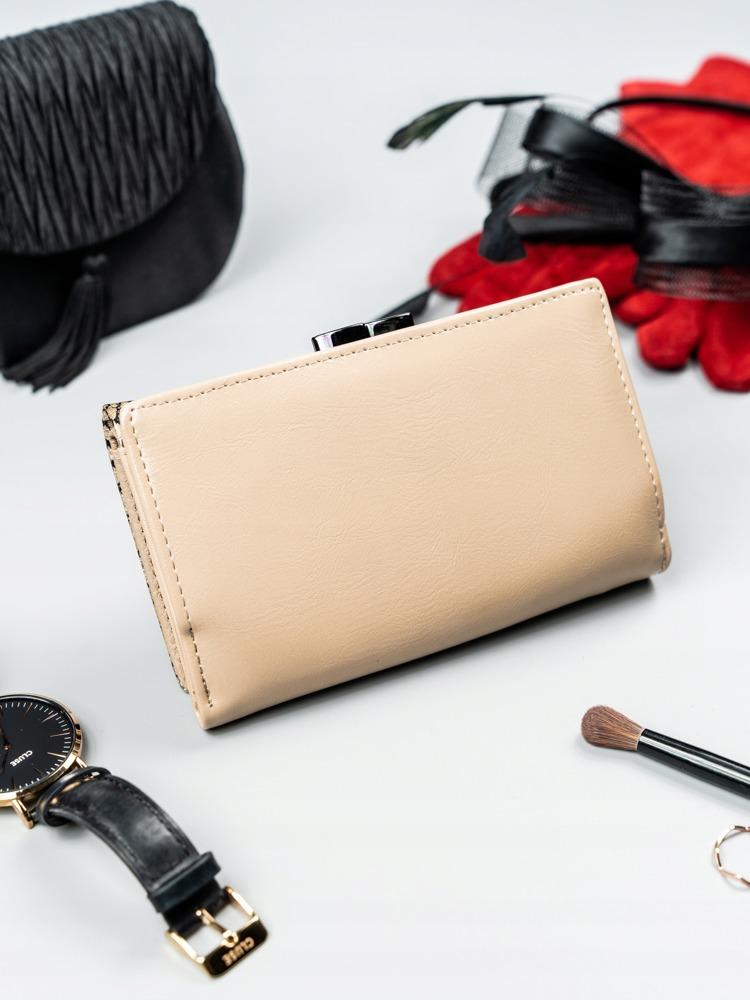 Lakovaná kožená dámská peněženka Flora, zlatá
