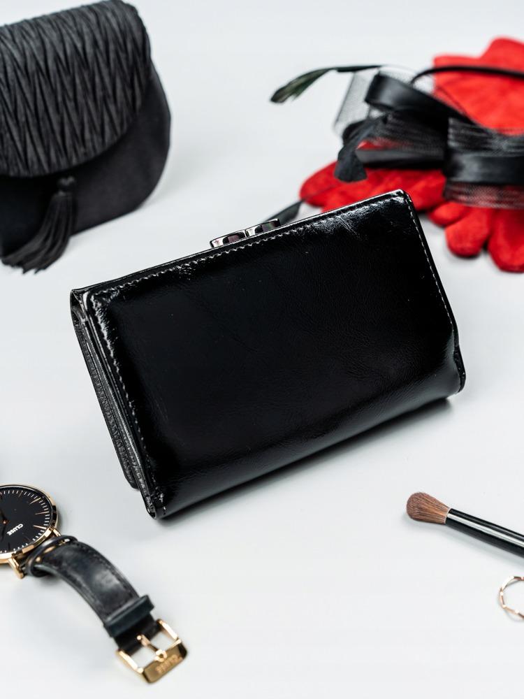 Lakovaná kožená dámská peněženka Flora, černá