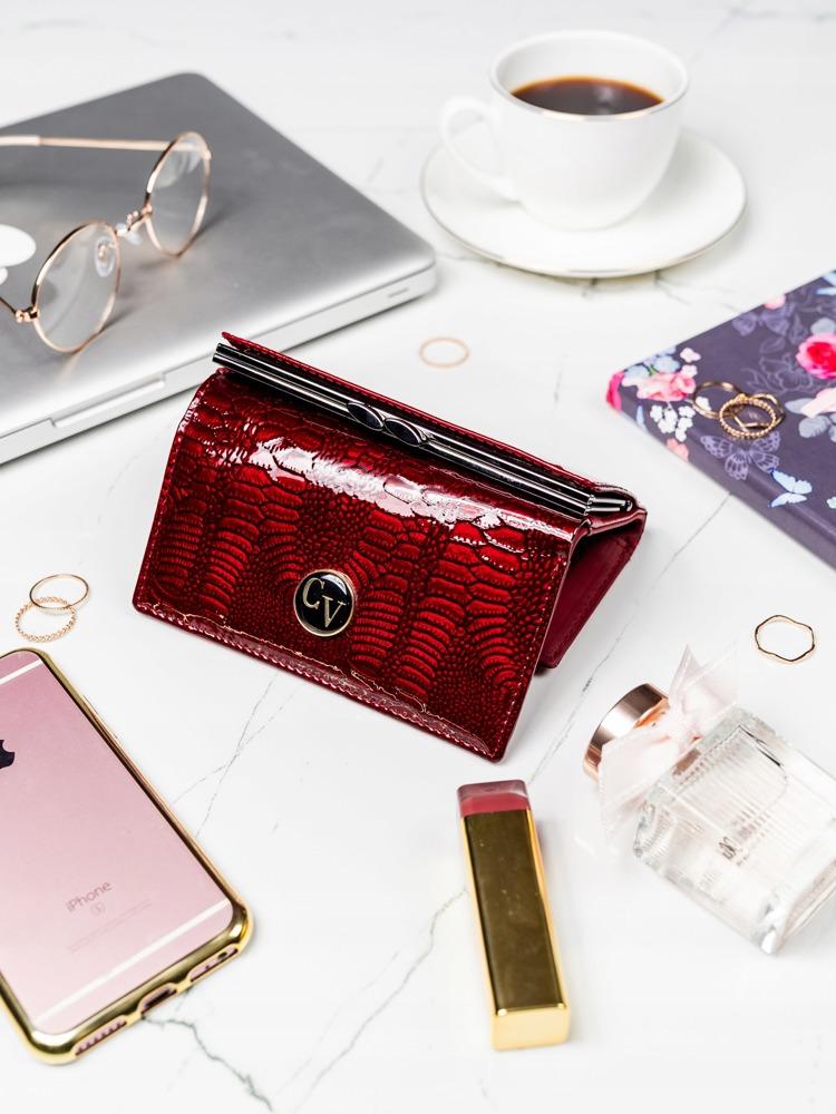 Červená lakovaná kožená peněženka s klopou Iliana, červená