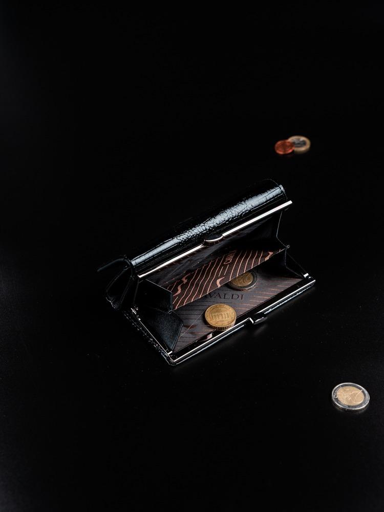 Zajímavá kožená dámská peněženka Meg, černo-červená