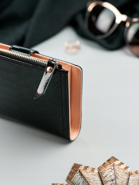 Moderní dámská lesklá peněženka Marilyn, černá