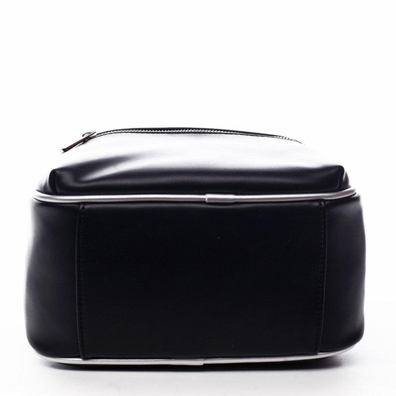 Menší sportovní koženkový batůžek Humbert černá