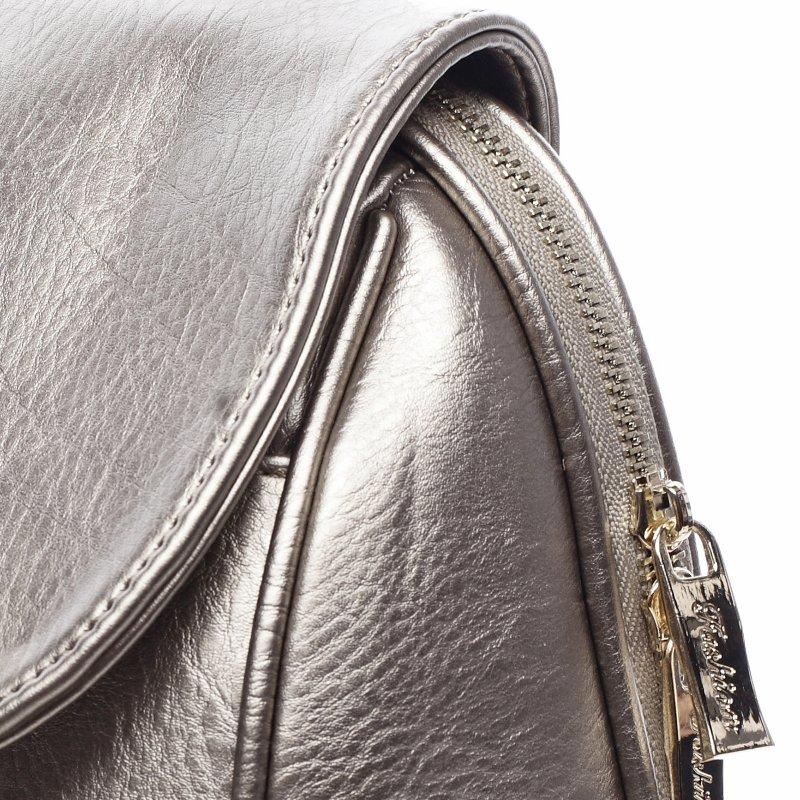 Nepřehlédnutelný městský koženkový batůžek Leoncé stříbrná