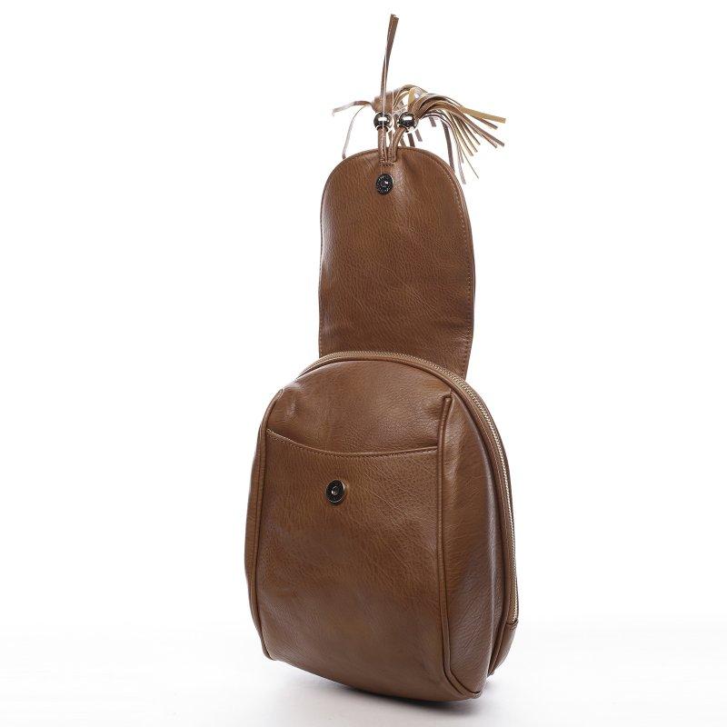 Nepřehlédnutelný městský koženkový batůžek Leoncé hnědá