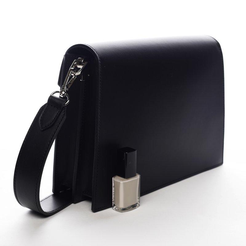 Pevná dámská kožená kabelka s překlopem Charlotte černá