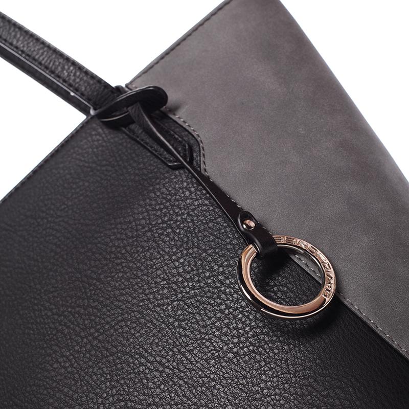 Stylová kabelka přes rameno Desirée, černá
