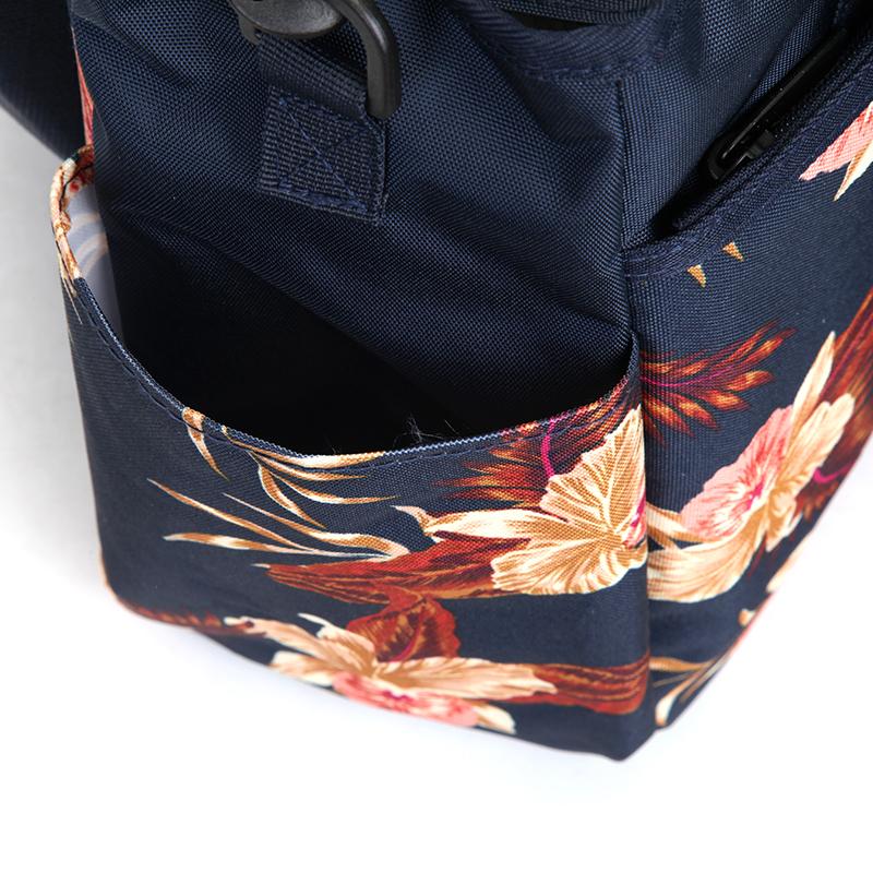 Trendy cestovní taška, květiny