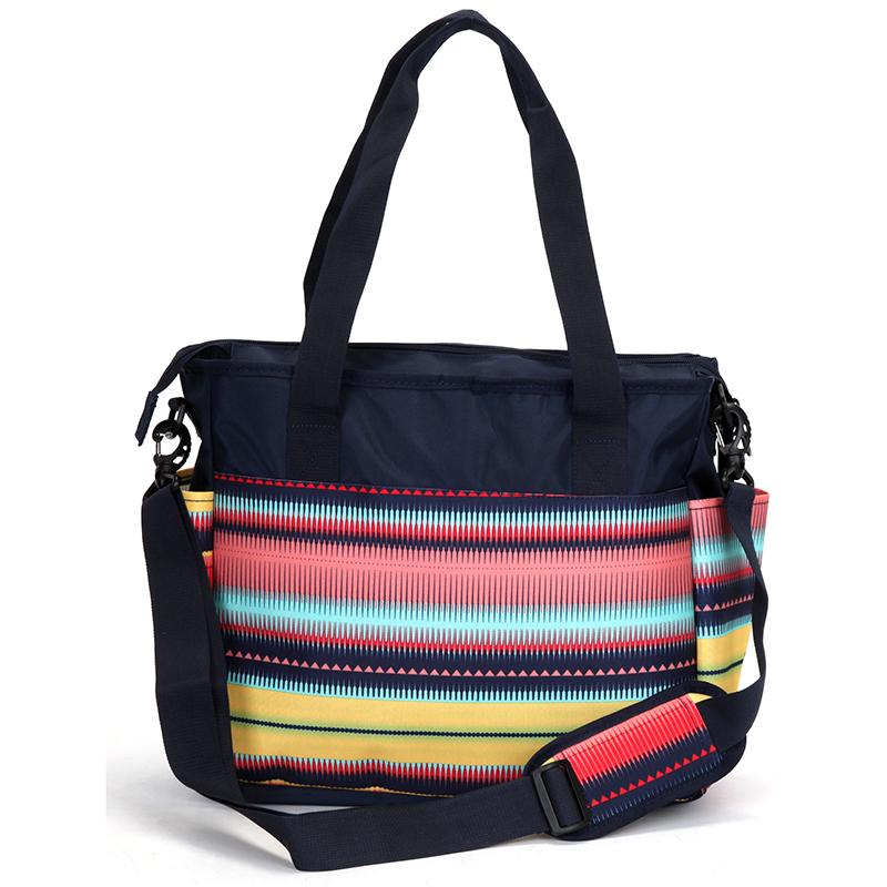Trendy cestovní taška, pruhy